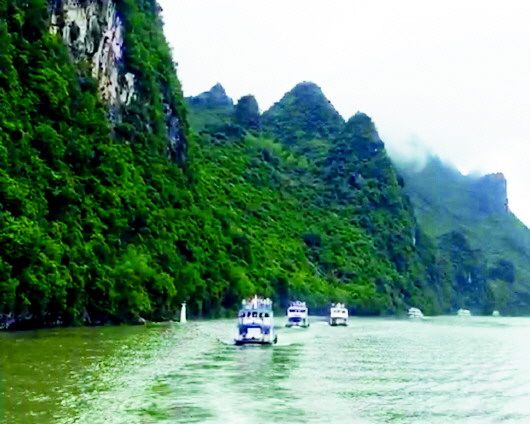 中国最美的溶洞龙宫风景区,中国最大的苗寨西江千户苗寨,贵州最美小
