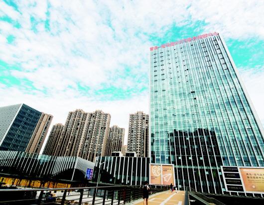 青岛市被定位为新亚欧大陆桥经济走廊主要节点城市和海上合作战略支点图片