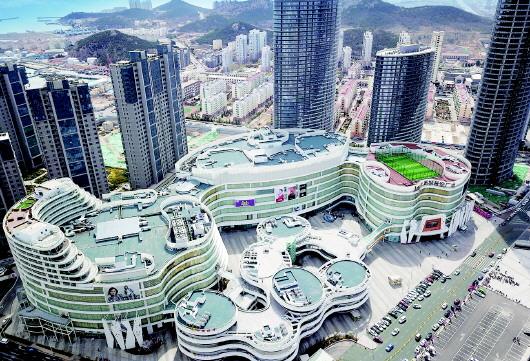 新城·吾悦广场已成为新区的标志性建筑.