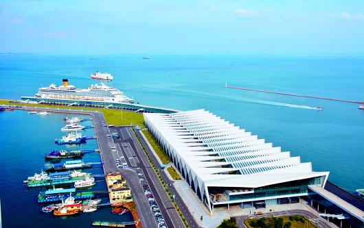 距青岛流亭国际机场40分钟车程,离市内主要旅游景点近.