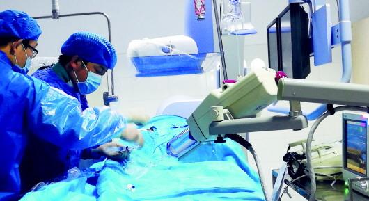 顺利开展脑血管造影介入手术,不仅填补了莱西市立医院在该项技术领域